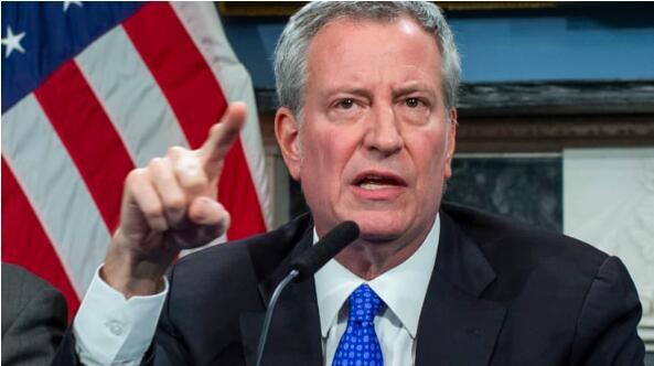 """市长比尔·德布拉西奥(Bill de Blasio)宣布纽约进入紧急状态,COVID-19""""很容易成为六个月的危机"""""""