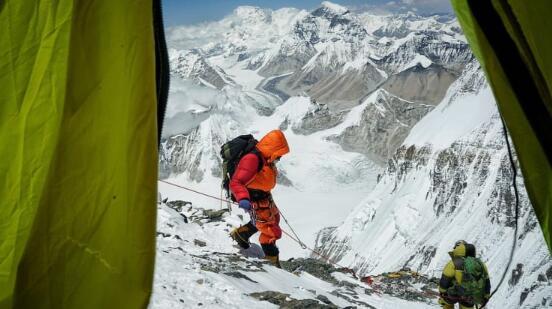 尼泊尔取消攀登珠穆朗玛峰的季节