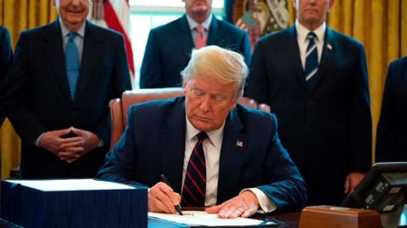 特朗普签署2万亿美元经济救助法案 美国历史上最大的经济刺激计划