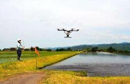 日本推行施肥无人机和自动插秧机