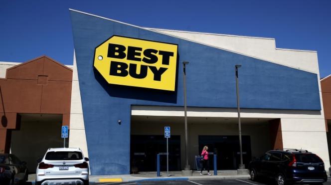 百思买的800多家门店将允许顾客上门购物