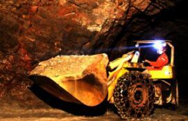 螺纹期货夜盘收涨0.84%,热卷收涨0.92%;铁矿石期货收涨3.67%