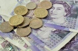 7月20日,人民币中间价报6.9928,上调115点