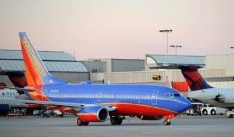 美国西南航空近1.7万名员工自愿休假或者买断