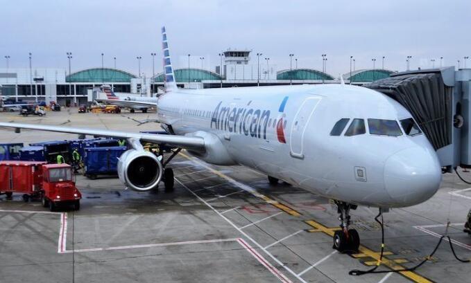 美国航空旅行自4月份以来首次出现周下降