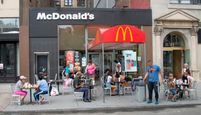 麦当劳第二季度营收37.6亿美元  收入下降30%