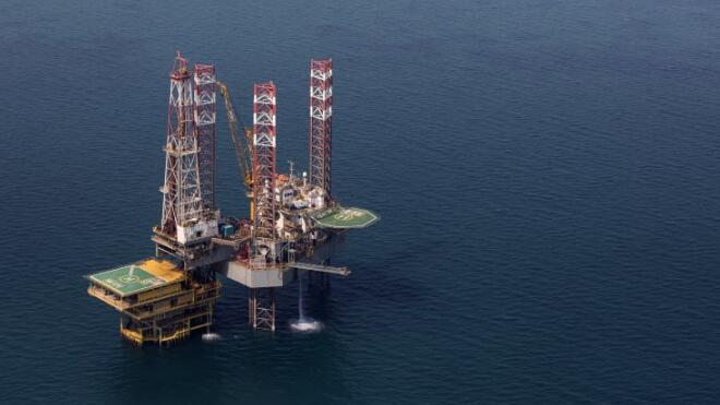石油巨头沙特阿美公司上半年利润下降50%