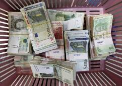 中国人民银行在香港成功发行300亿元人民币央行票据