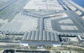 香港机管局:8月15日起恢复内地经香港转机服务