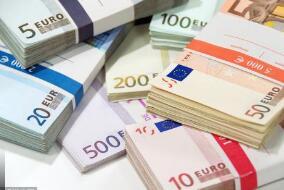美元兑欧元、瑞郎和英镑等主要货币周四下滑