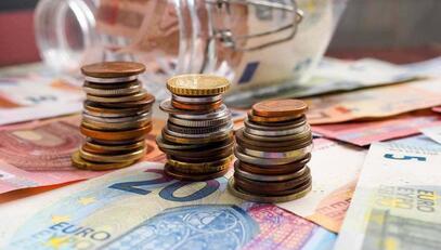中国人保:1-8月保费收入4103.8亿元