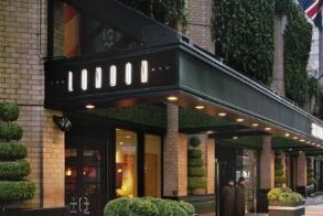 """纽约市允许餐馆加收""""疫情恢复费"""" 最高达10%"""