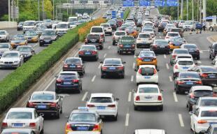 交通运输部:国庆假期前四天高速日均4860万辆汽车