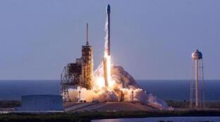 SpaceX猎鹰9号火箭升空 NASA首次用私人火箭执行载人太空任务