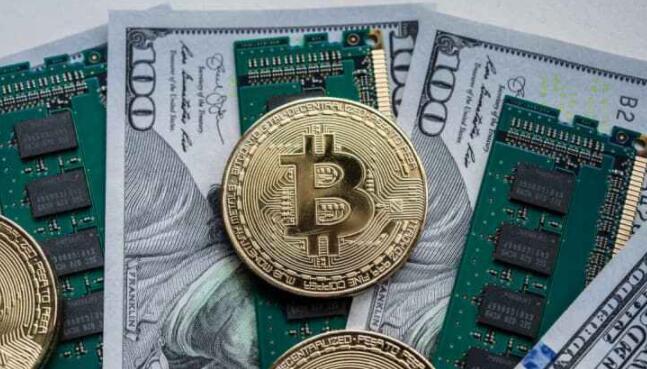 比特币在创下历史新高后暴跌近3000美元