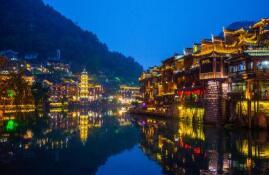 为《中国国家地理》杂志岀版的《沈从文笔下的湘西百年变迁》作序一一跨界创新,讲好民族品牌故事