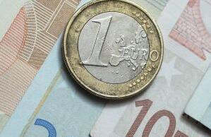 美元兑一篮子货币周二小幅走低