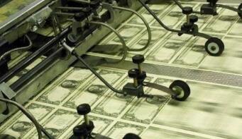 由于投资者偏爱高风险货币,美元周五小幅走低