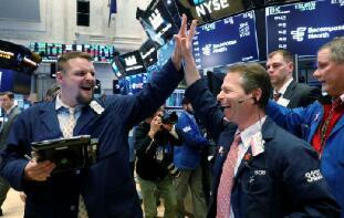 美股2月24日全线收涨,道琼斯指数涨420点创收盘新高