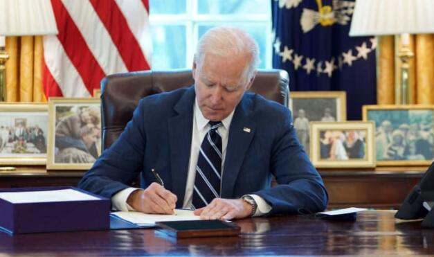拜登正式签署1.9万亿美元新冠纾困救助法案