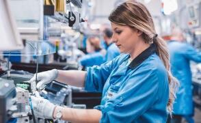 默克尔顾问下调德国增长预期 就经济复苏发出警告