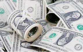 因市场对对冲基金违约的担忧转向谨慎,美元周一上涨