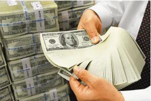 随着通胀数据提振美国国债收益率,美元周五小幅走高