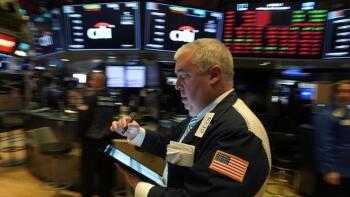 美股4月21日从连续两天的下跌中反弹,道琼斯指数收高300点