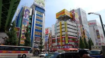 """日本东京与大阪等地将实施""""短暂而有力""""的紧急状态,首相稍晚正式宣布"""