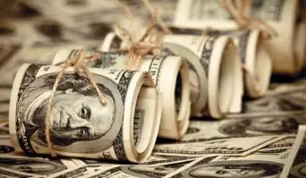 由于美国国债收益率低迷,美元周一小幅走低