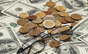6月23日,人民币对美元中间价下调8点