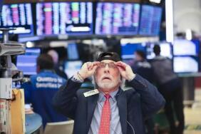 6月25日美股涨跌不一,标普再创纪录新高,录得2月来最大周涨幅