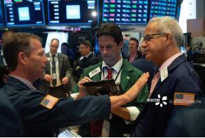 7月1日美股收高,标准普尔500指数连续6日刷新收盘纪录,道指上涨130点