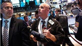 8月4日美股涨跌不一,道琼斯指数下跌300点,标普500指数从纪录高位回落