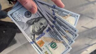 8月19日,人民币对美元中间价上调62点