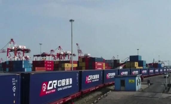 今年前8个月中国外贸同比增长23.7%