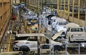 丰田汽车因半导体短缺将追加减产40万辆
