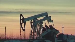 9月22日国际原油期货上涨2.5%