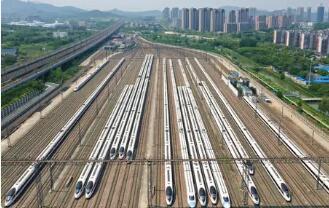 国庆黄金周首日全国铁路迎来客流高峰 预计发送旅客1580万人次