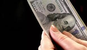 随着风险偏好改善, 美元周四小幅走低